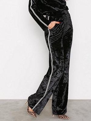 NLY Trend svarta byxor Brilliant Wide Pants Svart