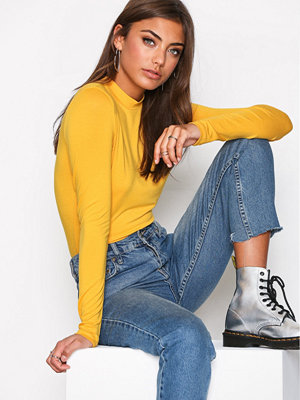 NLY Trend Feeling Free Polo Top Mustard