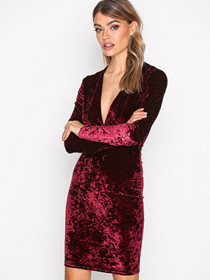 NLY Trend V Drop Crush Velvet Dress Vinröd