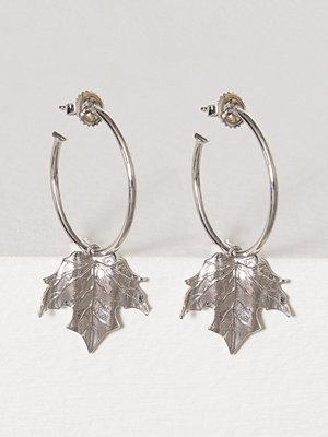 SOPHIE By SOPHIE örhängen Leaf Hoop Earrings Silver