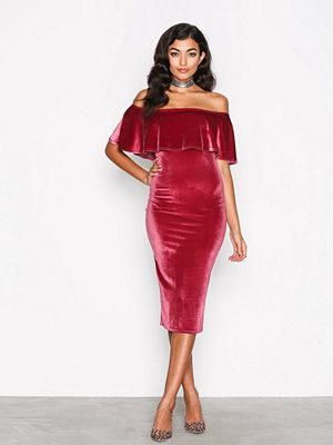 NLY One Frill Velvet Dress Rosa