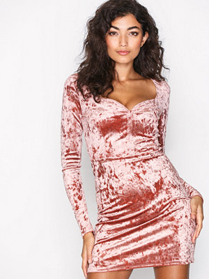 NLY One Sweetheart Velvet Dress Rose