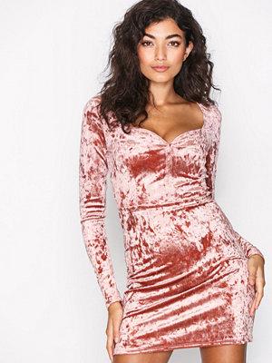 NLY One Sweetheart Velvet Dress Rose