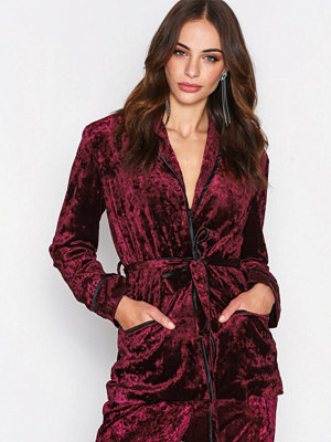 True Decadence Tie Waist Velvet Jacket Burgundy