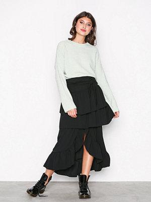 NLY Trend Volume Frill Skirt Svart