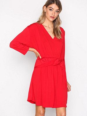 NLY Trend Knot Slit Dress Röd