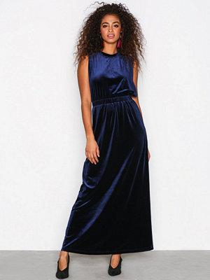 Selected Femme Sftanne Sl Velvet Maxi Dress Ofw Mörk Blå