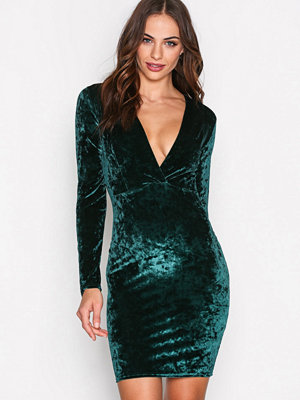 NLY Trend V Drop Crush Velvet Dress Grön