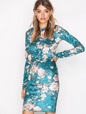 NLY Trend Print Velvet Dress Mönstrad