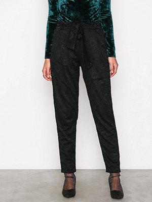 NLY Trend svarta byxor med tryck Dressed Lace Pants Svart