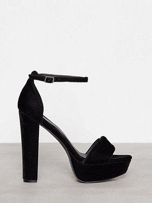 Pumps & klackskor - NLY Shoes Platform Heel Sandal Black Velvet