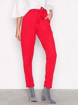NLY Trend röda byxor Dressed Tie Pants Röd