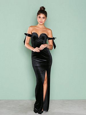 NLY Eve Off Shoulder Gown Svart