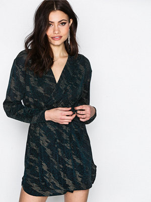 NLY One Oversize Wrap Tie Dress Blå/Guld