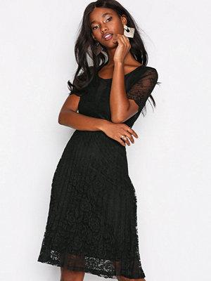 Only onlMAKKAS S/S Pleat Dress Jrs Svart