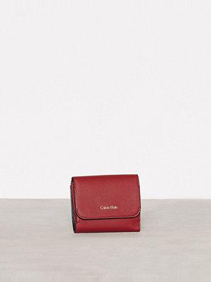 Plånböcker - Calvin Klein Metropolitan Medium Wallet Röd/Rosa