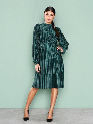 NLY Trend Plisse Party Dress Mörk Grön