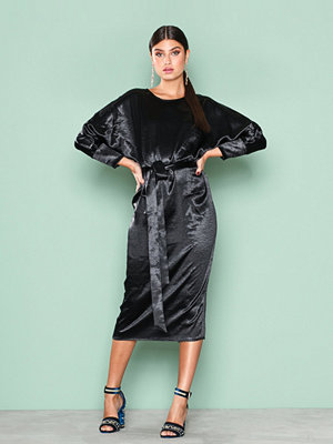 NLY Trend Midi Satin Dress Svart