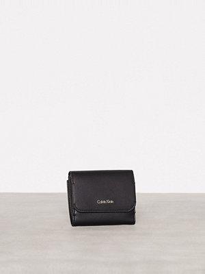 Plånböcker - Calvin Klein Metropolitan Medium Wallet Svart