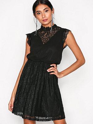 Sisters Point Evil Dress Black