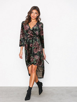 NLY Trend High Low Printed Velour Dress Mönstrad