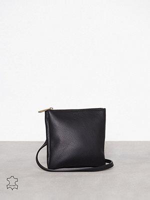 Filippa K omönstrad axelväska Marly Utility Leather Bag