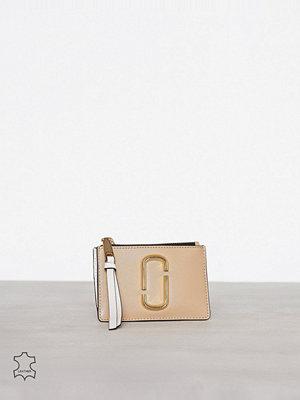 Plånböcker - Marc Jacobs Top Zip Multi Wallet Sand Castles