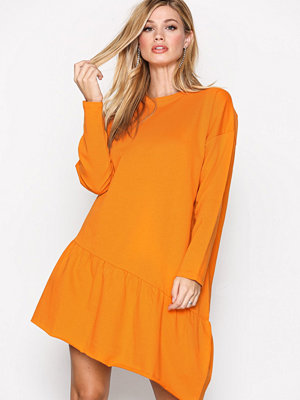 NLY Trend Flounce Sweat Orange