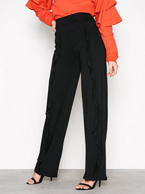 NLY Trend svarta byxor Basic Wide Flounce Pants Svart