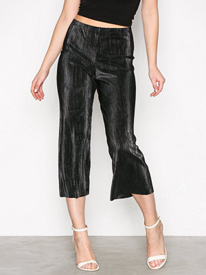 New Look svarta byxor Metallic Plisse Culottes Pewter
