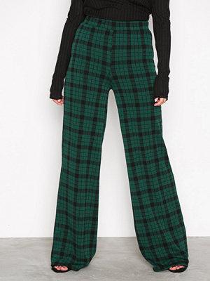 NLY Trend mörkgröna rutiga byxor Wide Check Pants Rutig