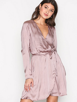 NLY Trend Satin Wrapped Dress Cafe Creme