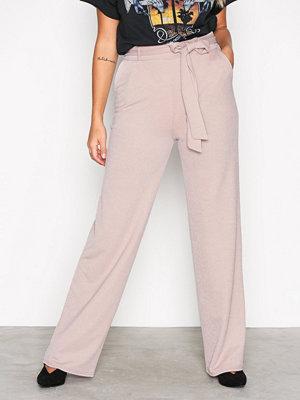 NLY Trend ljusgrå byxor Dressed Wide Pants Mushroom