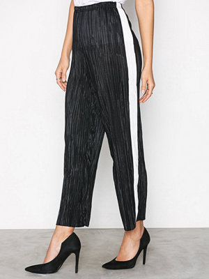 New Look omönstrade byxor Plisse Cropped Side Stripe Trousers Black