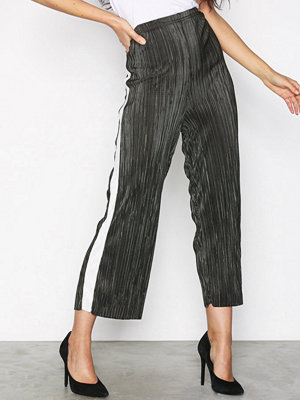 New Look omönstrade byxor Plisse Cropped Side Stripe Trousers Green