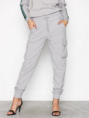 Missguided ljusgrå byxor Barbie Utility Trousers Grey