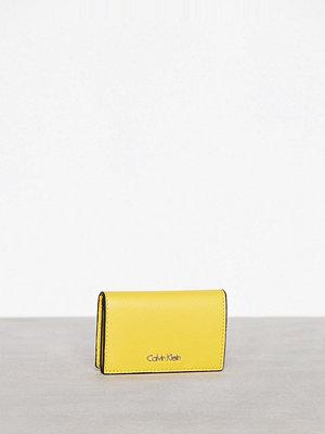 Plånböcker - Calvin Klein Frame Card Holder Sunflower