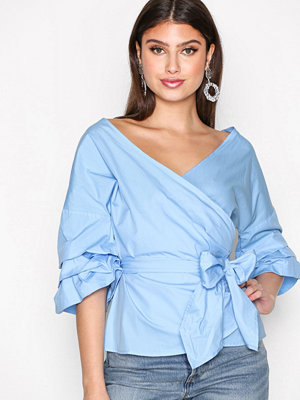 NLY Trend Wrap Shoulder Blouse Ljus Blå