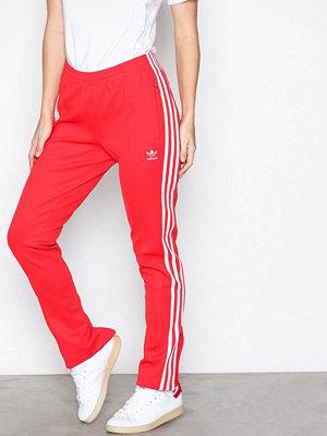 Adidas Originals röda byxor Sst Tp Röd
