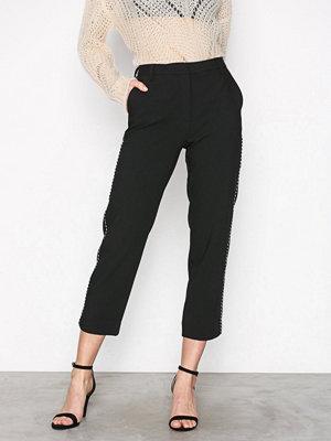 Selected Femme svarta byxor Sfnorra Mw Cropped Pant Ex Svart