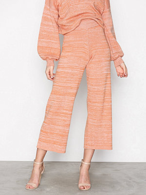 Selected Femme beige mönstrade byxor Sfstefania Mw Knit Culotte Ex Orange