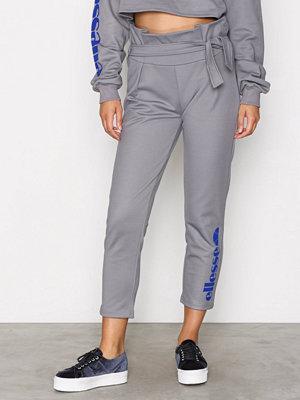 Ellesse ljusgrå byxor med tryck El Andiamo Grey