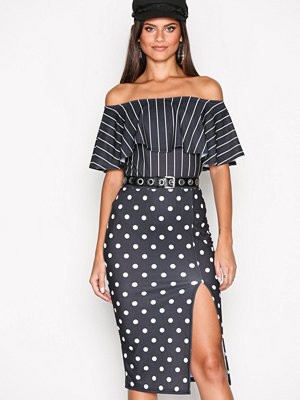 Kjolar - NLY One High Slit Skirt Prickig