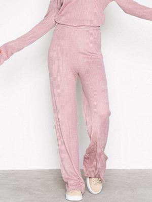 NLY Trend omönstrade byxor Rib Knit Pants Ljus Rosa