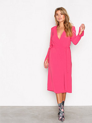NLY Trend Clean Cut Wrap Dress Rosa