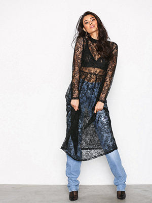 NLY Trend Gathered Midi Lace Dress Svart
