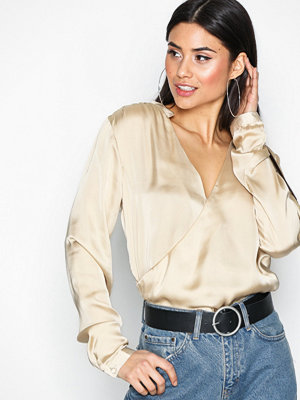 NLY Trend Wrap Me Blouse Champagne