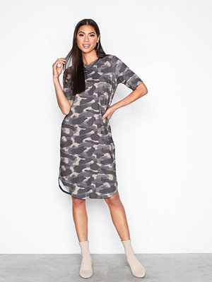 NLY Trend Camo Tee Dress Camouflage