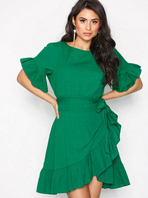 NLY Trend Beyond The Frill Dress Grön
