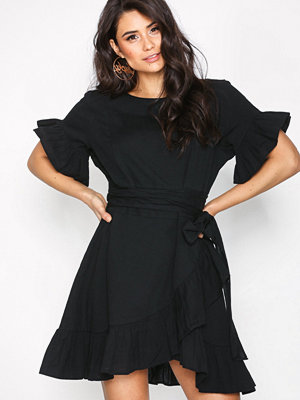 NLY Trend Beyond The Frill Dress Svart